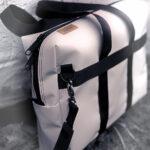 Feine Tasche aus weißer Plane